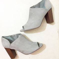 A peep-toe and stacked heel in steel grey just about makes our hearts melt!   Scored by @estephanie_820