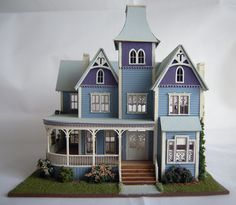 Pat Russo Italianate 144th Scale House Miniture Dollhouse, Miniature Houses, Dollhouse Miniatures, Dollhouse Ideas, Fairy Houses, Play Houses, Doll Houses, Dolls Prams, Miniture Things