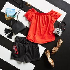 Chic in the city. For a chance to win an urban getaway (or to a destination of your choice within the continental U.) schedule a Fix. Sweepstakes ends at See link in bio for official rules. Cute Outfits With Shorts, Short Outfits, Pretty Outfits, Casual Outfits, Fashion Outfits, Stitch Fix Outfits, Stitch Fix Stylist, Weekend Wear, Dress To Impress