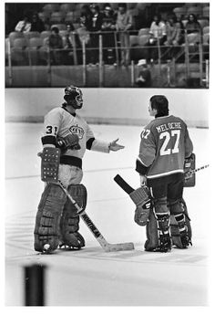 Simmons (now with Kings) and Meloche. Hockey Goalie, Hockey Games, Gary Simmons, Nhl, Hockey Pictures, Goalie Mask, Oakland California, Vancouver Canucks, Sports Images