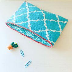 "Alex from Vienna auf Instagram: ""#crochet #crocheting #crochetlove #crochetaddict #crochetastherapy #craftastherapy #crochetgirlgang #instacrochet #ilovecrochet…"" Handmade Clutch, Handmade Bags, Crochet Clutch, Tapestry Crochet, Girl Gang, Vienna, Etsy Store, Clutches, Crocheting"