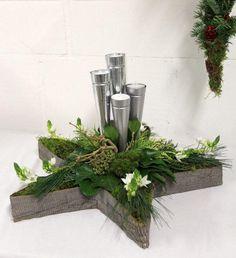 Bloemschikken Rosalie by lina Ward Christmas Party, Diy Christmas Gifts, Christmas Home, Christmas Wreaths, Christmas Ornaments, Deco Floral, Arte Floral, Christmas Arrangements, Floral Arrangements
