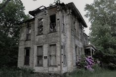 The Cater House Estates in Buffalo, New York was home to the local sheriff Donald Caters when he shot himself. The home went into foreclosure in 1968. The house remained vacant and haunted ever since with locals alleging they hear voices coming from the house regularly.