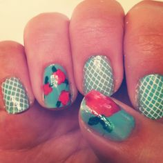 love these vintage floral nails!  Check it out!