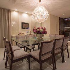 Sala de jantar feita pelas arquitetas Mariane e Marilda que nos traz uma sensação de romantismo pela composição das cores e luzes . @decorcriative