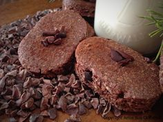 Almond, Chocolate & Coffee Biscuit Cookies are wonderful for dunking in your favorite milk or coffee drink. Raw and gluten-free! Chocolate Fudge Cake, Fudge Brownies, Chocolate Coffee, Almond Chocolate, Raw Cookie Recipe, Cookie Recipes, Cacao Recipes, Raw Food Recipes, Coffee Biscuits