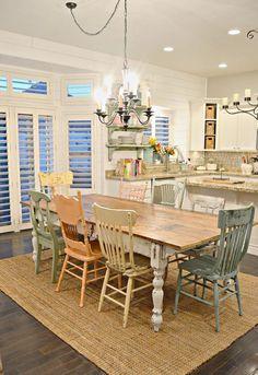 Cool 50 Lasting Farmhouse Dining Room Table Decor Ideas https://rusticroom.co/432/50-lasting-farmhouse-dining-room-table-design-ideas