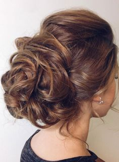 Pretty messy updo hairstyle idea ,messy updo for medium hair,messy hairstyles for wedding #wedidnghair #hairstyle #upstyle #hairdos #updos #bridalhair #bridehair