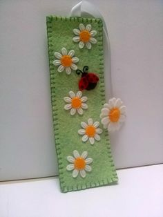Dusi ustvarja: Felt daisy flower bookmark