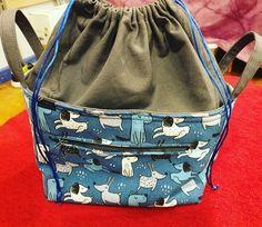 Hecha por poppytrenchard con Loneta estampada, disponible con un ancho de 2.80 m.  www.cukistore.es Drawstring Backpack, Backpacks, Sewing, Bags, Fashion, Budget, Photos, Handbags, Moda