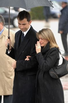 Queen Letizia of Spain Photos Crown Prince Felipe and Princess Letizia of Spain attend the funeral for Erika Ortiz, younger sister of Princess Letiza, on February 2007 at La Paz Cemetery near Madrid, Spain. Entertainment Pictures Of The Week 2007 Queen Maxima, Queen Letizia, Adele, Spanish Royalty, Estilo Real, Spanish Royal Family, Royal Queen, Princess Sofia, Pregnant Princess
