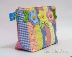Necessaire candy colors com 3 bolsos internos