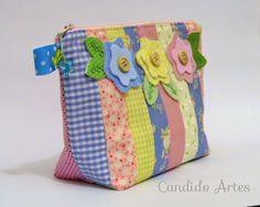 Necessaire candy colors com 3 bolsos internos