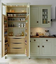 70 Tiny House Kitchen Storage Organization and Tips Ideas tinyhousekitchens A smart kitchen design &; 70 Tiny House Kitchen Storage Organization and Tips Ideas tinyhousekitchens A smart kitchen design &; KleinJule Home sweet Home- […] Homes Diy layout Kitchen Arrangement, Modern Kitchen, Best Kitchen Cabinets, Closet Kitchen, Home Kitchens, Tiny House Kitchen, Kitchen Pantry Design, Kitchen Renovation, Kitchen Design