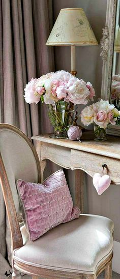 Ana Rosa - Home Decorating Magazines Cottage Rose, Cottage Style, Blog Design, Home Design, Interior Design, Chanel Decoration, Deco Floral, Piece A Vivre, Romantic Homes