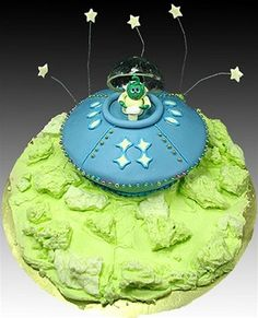 """""""Alien Invaders"""" Cake by Tami Utley - Yup, this is a UFO - Unconditionally Fun… Alien Cake, Ufo, 4th Birthday Cakes, Birthday Ideas, Vegan Wedding Cake, Homemade Butter, Space Party, Slow Food, Candy Making"""