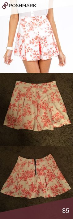 "Floral It's Worth Skater Skirt 28"" waist, half-zipper in back, signs of wear: pilling, fading Tobi Skirts Circle & Skater"