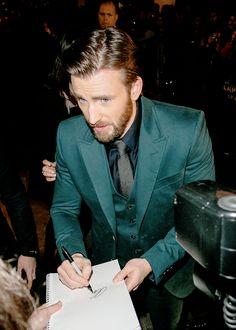Chris Evans >> I adore this suit.