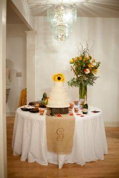 burlap cake table | Burlap runner on Wedding Cake table | Wedding ideas