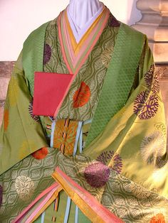 https://flic.kr/p/5AmETg | Heian costume |  Photos at the Kyoto museum of a mannequin wearing heian era costume. 2008 is the 1000 year anniversary of the 'Tale of Genji'.