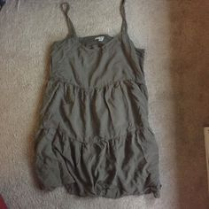 American Eagle Babydoll Dress Cute and comfy babydoll dress from AEO. Size medium - very relaxed fit. This is a short dress, so if you are tall it probably will be too short. Key hole back. Perfect as a cover up over swimsuits, or paired with a denim jacket and wedges. Gorgeous olive/army green color. Bundle or make offer for discount. American Eagle Outfitters Dresses
