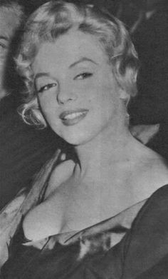 Marilyn at the London premiere of A View From The Bridge, October 11, 1956.
