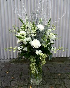 awesome vancouver florist Winter vibes #granvilleisland #allwhite #glitter #winterweddinng #bouquet #seethosegrapes by @vjplantshop  #vancouverflorist #vancouverflorist #vancouverwedding #vancouverweddingdosanddonts