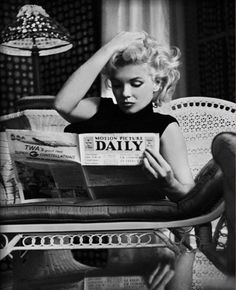 Marilyn Monroe reading the Daily news.