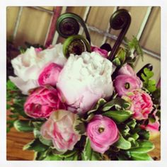 Pink Peoniy Centerpiece by Aria Style / www.ariastyle.com / https://www.facebook.com/AriaStyle / http://instagram.com/ariastyleseattle