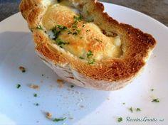 Pan relleno de huevo, jamón y queso