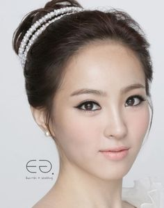 Korean Bridal Make-up & Hairstyle Korean Wedding Makeup, Summer Wedding Makeup, Diy Wedding Makeup, Wedding Makeup For Brown Eyes, Natural Wedding Makeup, Bride Makeup, Wedding Hair And Makeup, Hair Makeup, Hair Wedding