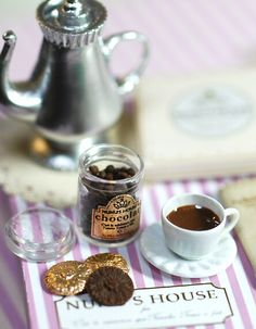 Nunu's house // tea with chocolate #miniature