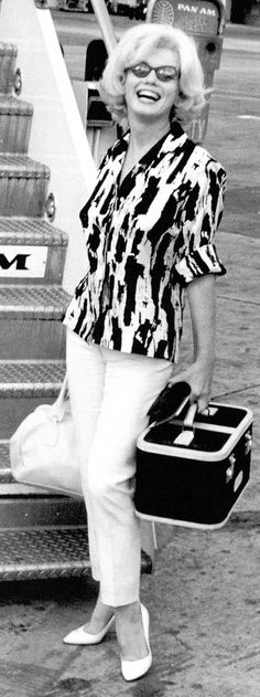 Marilyn Monroe Classic style outfit. Her Style Bonus : The traincase. PattyonSite™ - travel