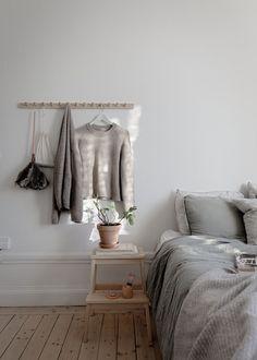 For the Home - scandinavian interiors Post: Estilo nórdico hygge --> danish hygge, dansk hygge, deco Hygge Home, Home Bedroom, Bedroom Decor, Bedroom Storage, Danish Interior Design, Danish Design, Scandinavian Bedroom, Scandinavian Design, Danish Bedroom