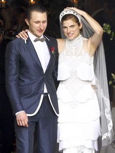 Lake Bell in custom Marchesa at her wedding in New Orleans. - Photo: Katryna/SBMF/FAMEFLYNET