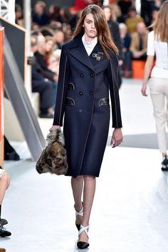 Coleção // Louis Vuitton, Paris, Inverno 2016 RTW // Foto 16 // Desfiles // FFW