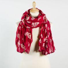 Grand foulard rouge impression tête de mort beige. Camille Huvier · Foulards    écharpes d277b4bd0ee