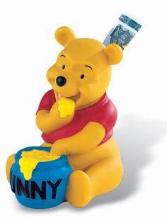 Tirelire Winnie L'ourson en forme de Winnie. Votre enfant pourra économiser avec son idole. #logostore #winnie