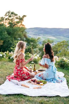 Picnic Inspiration | Tuscan Hillsides at Sunset