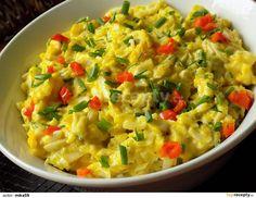 Cibuli nakrájíme na drobno a zpěníme ji na másle. Vejce oloupeme a nastrouháme na hrubším struhadle.Nastrouhaná vejce přidáme k cibuli a necháme... Guacamole, Risotto, Potato Salad, Macaroni And Cheese, Potatoes, Mexican, Ethnic Recipes, Food, Mac And Cheese