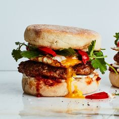 Spicy Egg Sandwich with Sausage and Pickled Peppers Best Egg Recipes, Brunch Recipes, Breakfast Recipes, Breakfast Ideas, Breakfast Dishes, Tea Sandwiches, Breakfast Sandwiches, Original Pancake, Ways To Cook Eggs