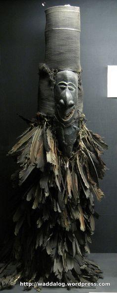 mask, New Caledonia African Masks, African Art, Concept Weapons, Medicine Wheel, Masks Art, Venetian Masks, Effigy, Tribal Art, Anthropology