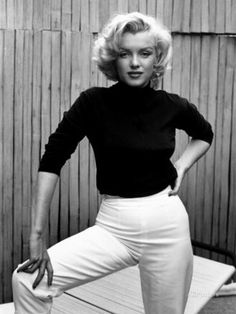 Actress Marilyn Monroe at Home Premium Photographic Print by Alfred Eisenstaedt at AllPosters.com