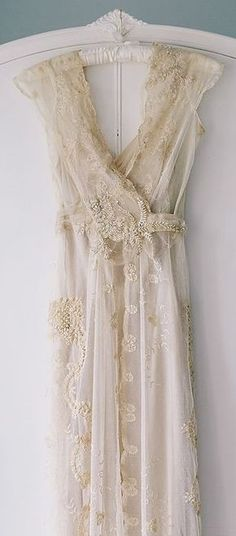 Vintage 1920s I would love to wear something like this to renew vows! It's beautiful!