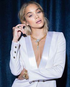 Bulgari @bulgariofficial представил новую digital-посланницу бренда - ей стала топ-модель Жасмин Сандерс @golden_barbie  звезда социальных сетей и одна из самых горячих моделей мировых подиумов.  Автор фотосессии - Майкл Аведон. HOT!#bulgari #jasminesanders #golden_barbie #marieclairerussia  via MARIE CLAIRE RUSSIA MAGAZINE OFFICIAL INSTAGRAM - Celebrity  Fashion  Haute Couture  Advertising  Culture  Beauty  Editorial Photography  Magazine Covers  Supermodels  Runway Models