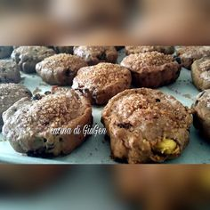 Biscotti al vino con pistacchi, uvetta e cioccolato fondente (senza uova e senza burro)