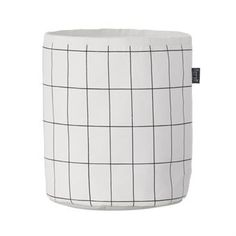 The stylish and functional Grid basket from Ferm Living is made of high quality organic cotton with inner lining in plastic coated fabric. The basket has a simple checkered pattern in black and white and is both roomy and durable. The basket is perfect to use for storage of smaller things, toys or laundry and is also a nice interior detail that fits in most rooms! Choose between different sizes.