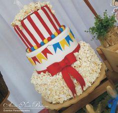 Como fazer uma festa Junina para o aniversário de uma menininha fofa de apenas 1 aninho? Desenvolver esse projeto não foi nada fácil, poi...