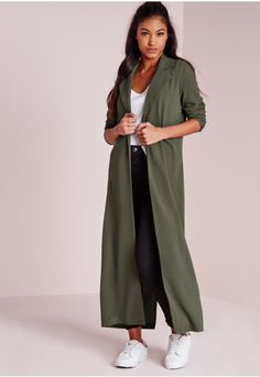 Battle it out this season in this maxi khaki duster jacket. We think the utility trend is making a welcome comeback and khaki is the perfect colour to transition from winter to spring. With two pockets and a cute collar, you'll be turning t...