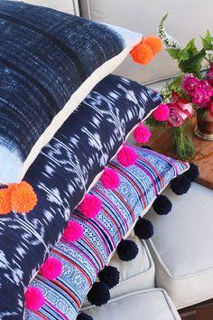 Descubre cómo hacer originales cojines con pompones. Confecciónalos tú mismo o decora alguno ya hecho.| Decoración 2.0